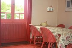 Eetkamer grenzend aan de keuken
